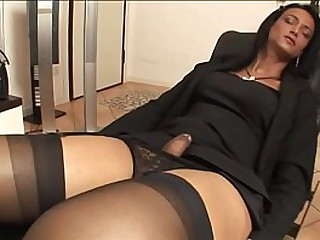 Italian Mom loves to fuck with a perfect She.Male with a real Huge Cock - (HD Scene)